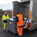 Nettoyage des containers poubelles en cours
