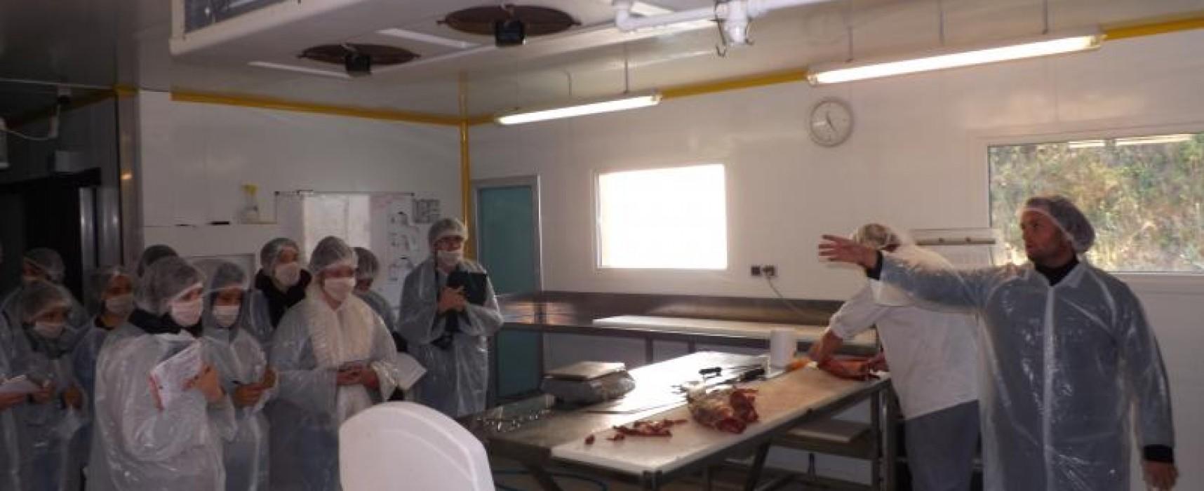 Des étudiants de BTS DATR1* corréziens en visite à la ferme bio de Pigerolles